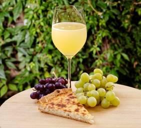 Meeting bei Zwiebelkuchen mit neuem Wein!