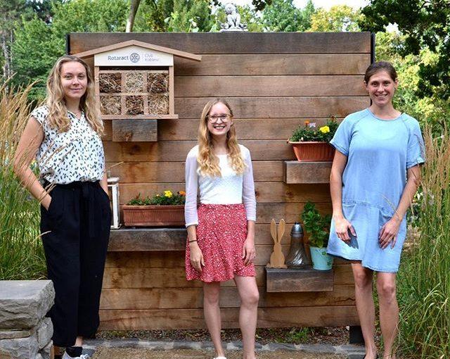 Übergabe des Bienenhotels
